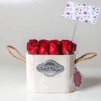 باکس گل رز قرمز چوبی کوچک