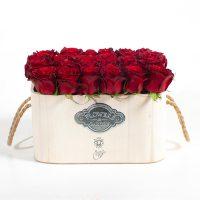 جعبه گل رز قرمز چوبی بزرگ