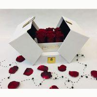 باکس گل سفید سورپرایزی رز قرمز