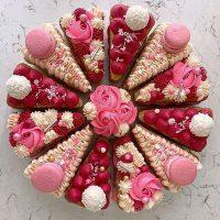 کیک اسلایسی با تم قرمز و صورتی