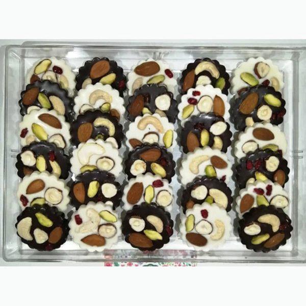 شکلات دارک و سفید آجیلی